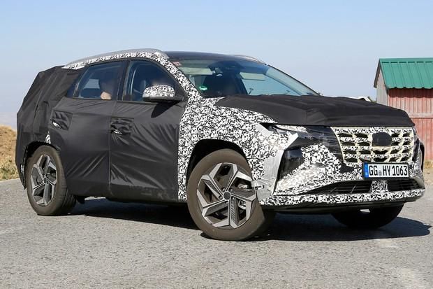 Novo Hyundai Tucson tem linhas ousadas e já roda com a carroceria final (Foto: AutoMedia/Autoesporte)