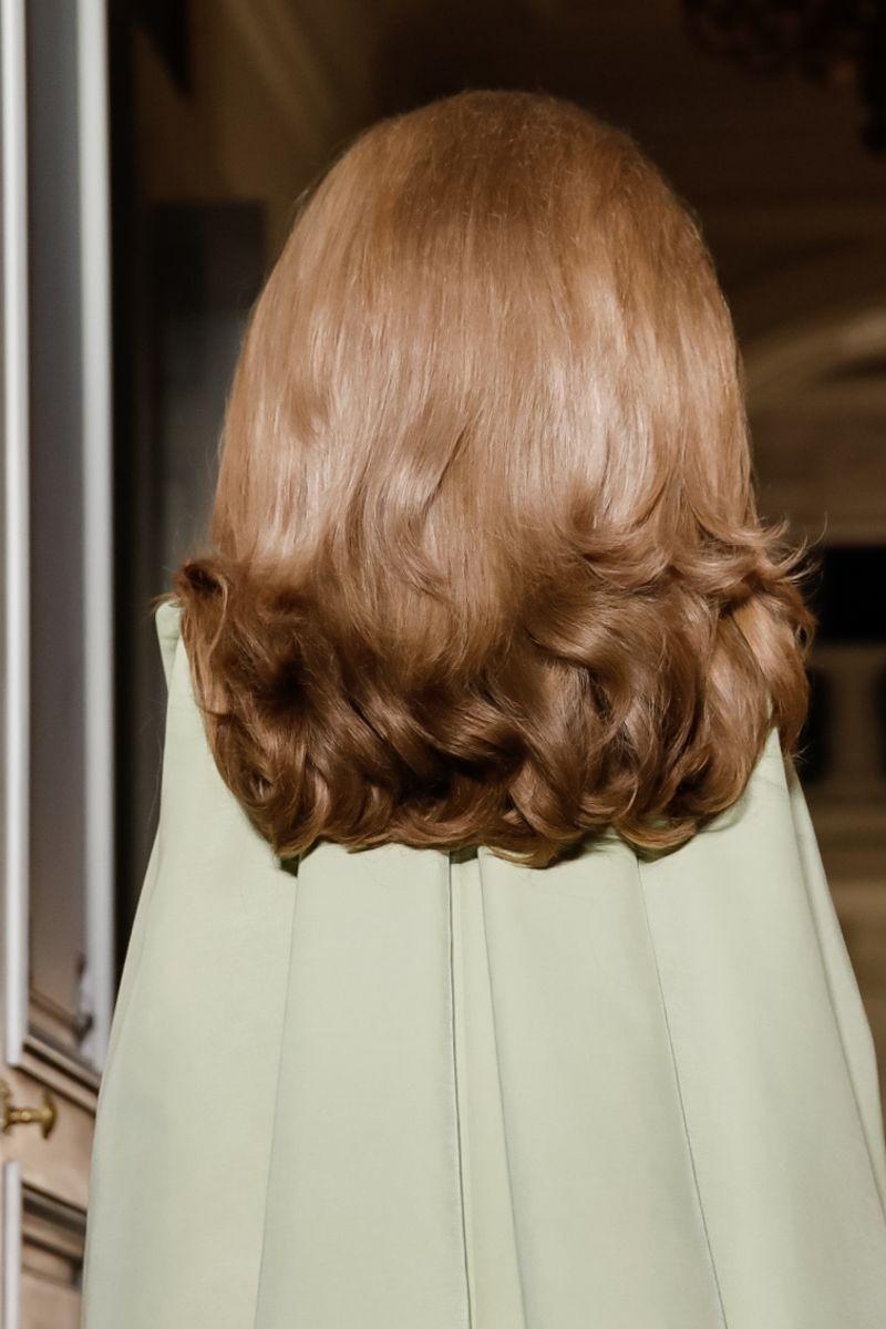 O cabelo supervolumoso do desfile da Valetino (Foto: Reprodução/Instagram)