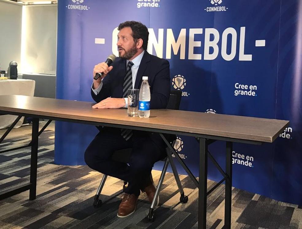 Alejandro Domínguez em entrevista coletiva na Conmebol — Foto: Martín Fernandez