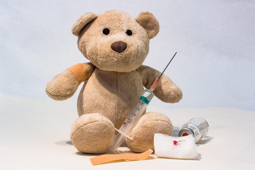 Uma eventual ligação entre a vacina contra sarampo, caxumba e rubéola (MMR, na sigla em inglês) e o autismo foi descartada por diversos estudos e organizações — Foto: Pixabay