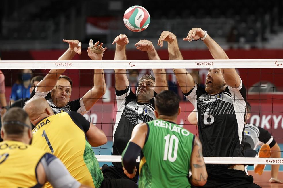Brasil e Bósnia pela disputa pelo bronze no vôlei sentado masculino — Foto: REUTERS/Issei Kato