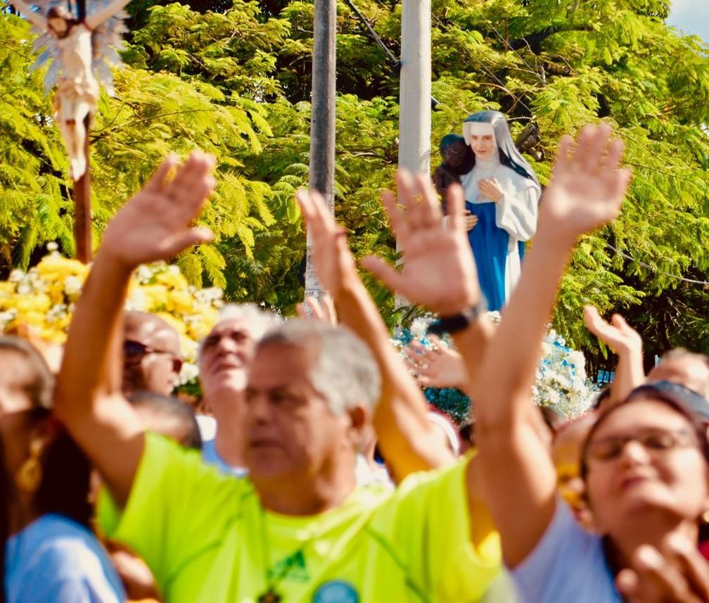 Fiéis durante caminhada dedicada à Irmã Dulce, em Salvador, realizada no dia 11 de agosto — Foto: Divulgação/Osid