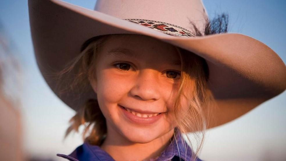 Ammy 'Dolly' Everett ficou famosa ao estrelar comercial do chapéu Akubra aos 8 anos (Foto: Facebook/Akubra official)