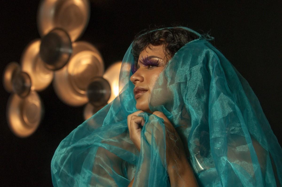 Indicada por Pitty, Luiza Audaz estreia como cantora solo com single 'Bahia-flor' | Blog do Mauro Ferreira