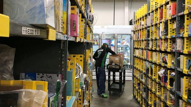 Amazon promete medir temperaturas de funcionários e distribuir máscaras em armazéns nos EUA