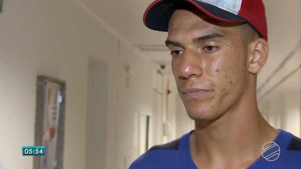Gandula e jogador da base do Comercial, Tadeu Francisco, foi espancado pelo jogador Jeferson Reis (Foto: Reprodução/TV Morena)