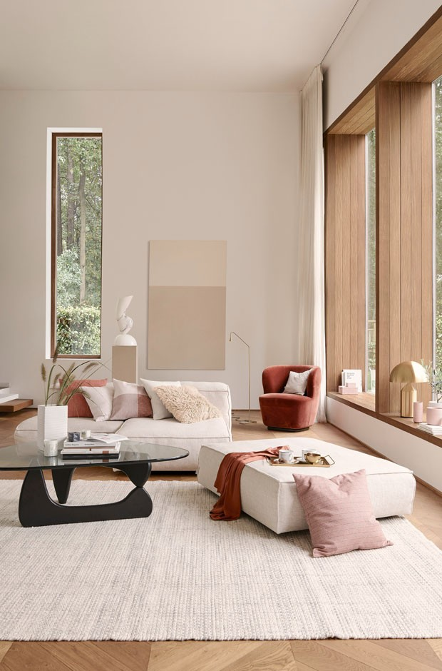Décor do dia: sala de estar une a delicadeza do rosa aos tons terrosos (Foto: Divulgação)
