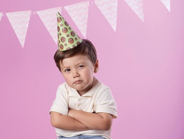 Como lidar quando um irmão é convidado para a festa e o outro não (Foto: Guto Seixas/Editora Globo)