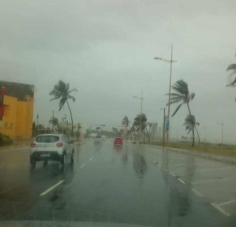 Orla de Salvador, na região de Patamares, o trânsito está tranquilo — Foto: Rebeca Almeida/G1