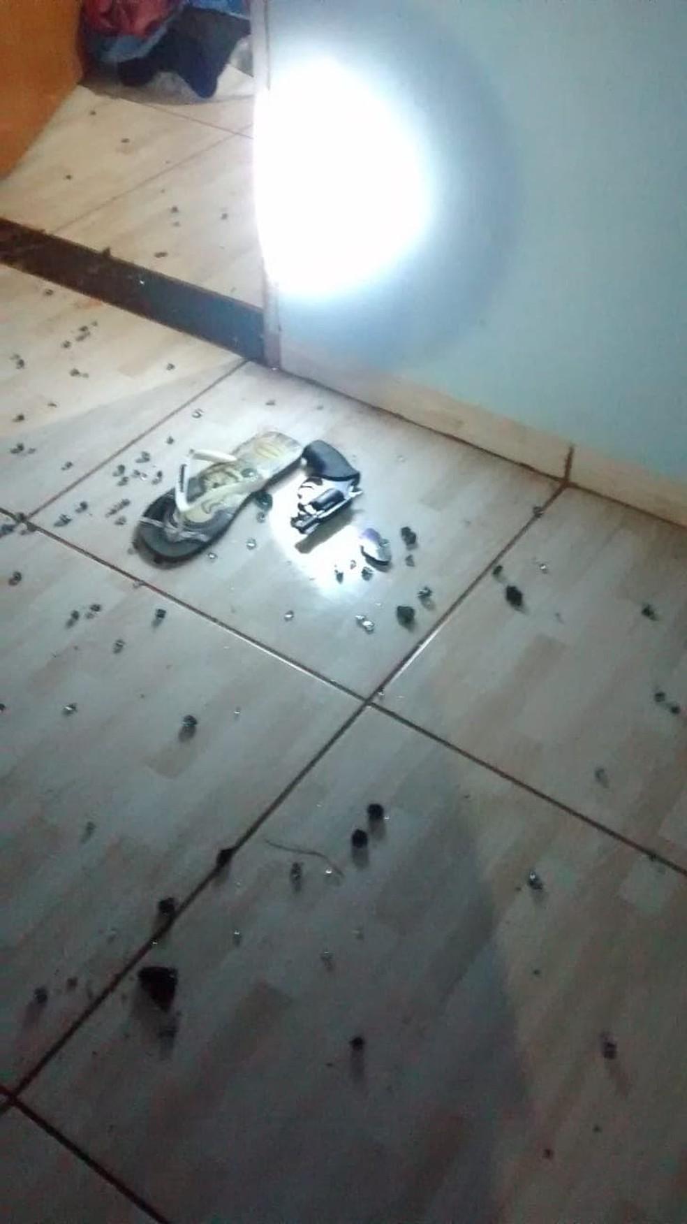 Várias balas ficaram espalhadas no local — Foto: Juína News