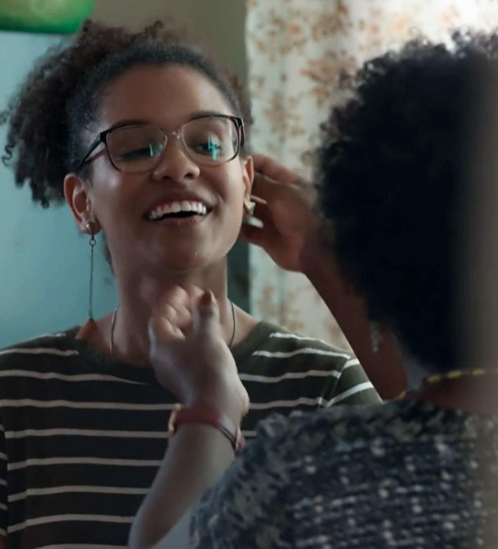 Ellen (Heslaine Vieira) quer mudar o visual em 'Malhação - Viva a Diferença' — Foto: Globo