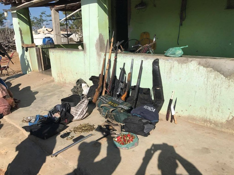 Polícia prende cinco suspeitos de assaltar casa lotérica e fugir com refém no Ceará