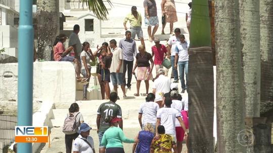 Cemitérios do Recife, Paulista e Olinda têm grande movimento no Dia de Finados