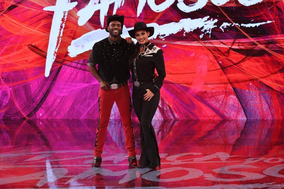 Rafael Zulu posa para a noite country com a bailarina Yanca Guimarães (Foto: TV Globo)