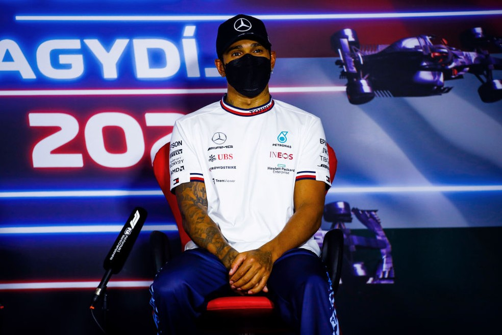 Lewis Hamilton, da Mercedes, na coletiva pós-corrida do GP da Hungria  — Foto:  Hamad Mohammed - Pool/Getty Images