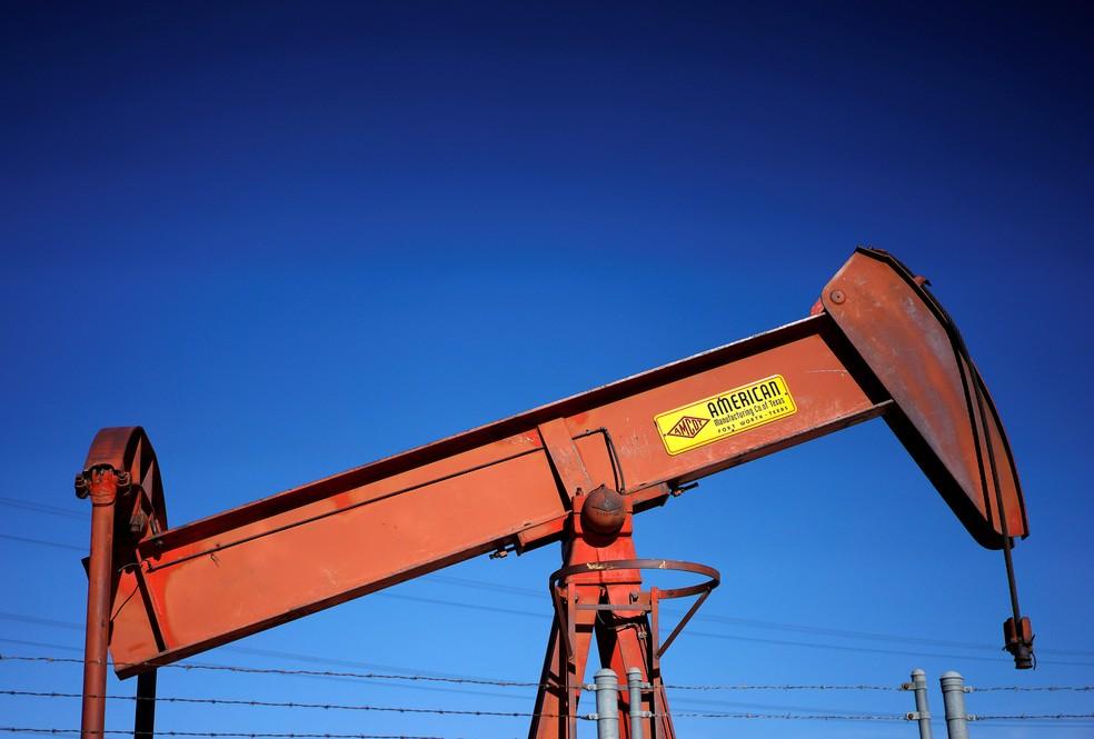 Poço de petróleo perto de Denver, Colorado, EUA. — Foto: Reuters