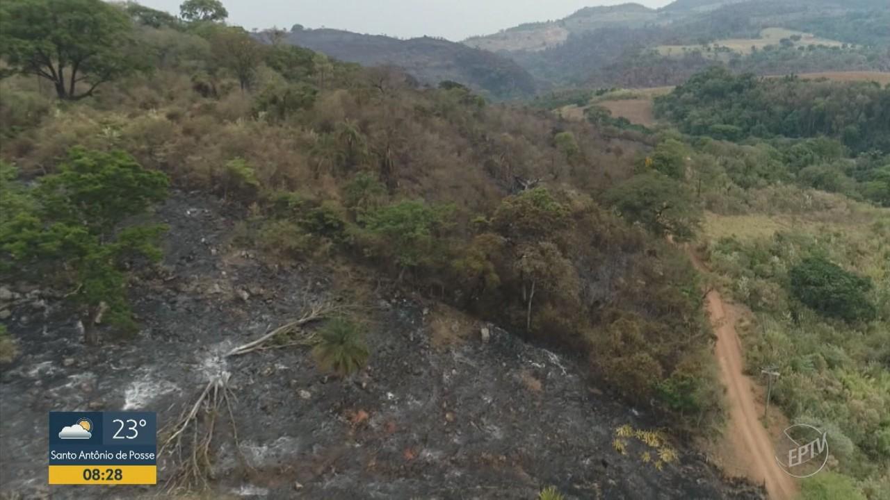 Incêndio destrói 137 hectares de terra em morro do antigo teleférico de Águas da Prata
