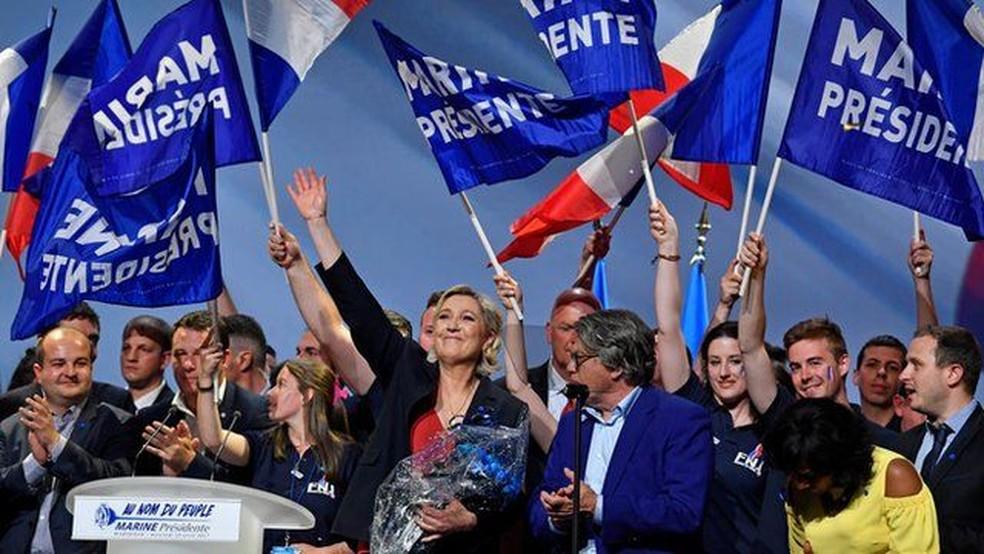 A crise fortaleceu o movimento de extrema-direita de Marine Le Pen, que foi ao segundo turno na França — Foto: Getty Images