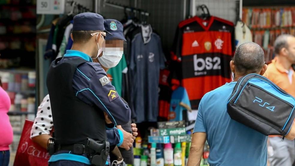 Plano de ações para proteger agentes de segurança no Ceará inclui distribuição de máscaras.  — Foto: Helene Santos