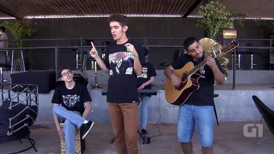 Em Brasília, banda de autistas quer ser reconhecida por rock de qualidade