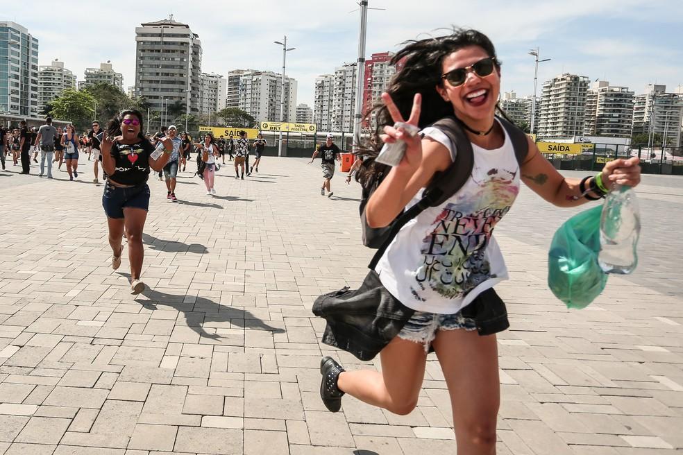 Correria na abertura dos portões do quinto dia do Rock in Rio — Foto: Fábio Tito