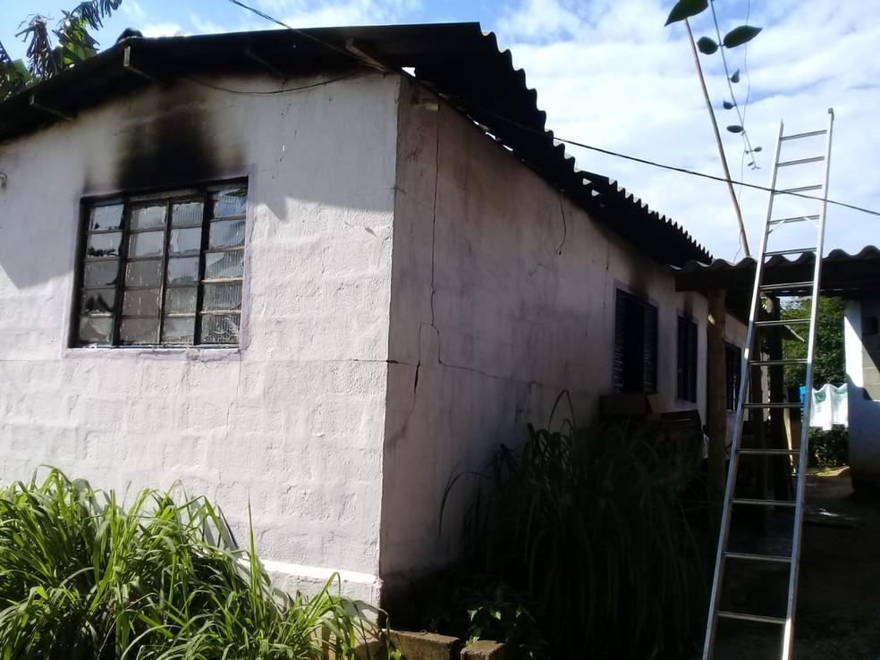Imóvel de Itariri, SP, ficou destruído — Foto: Divulgação/Polícia Militar