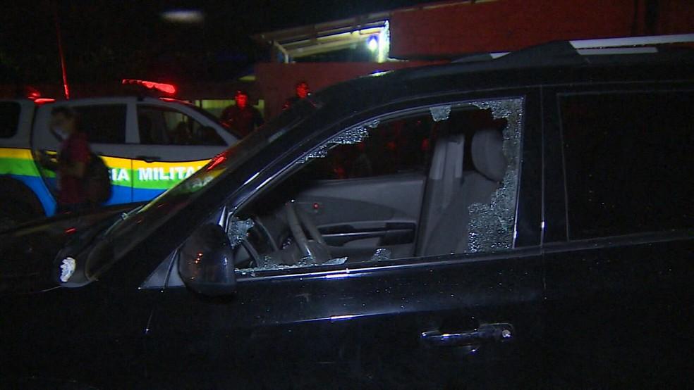 Carro onde Chico Pernambuco foi morto (Foto: Reprodução)