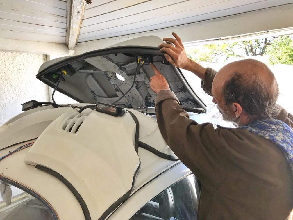 Tampas de desinfetante ajudam na composição do bagageiro extra (Foto: Jaqueline Naujorks / TV Morena )