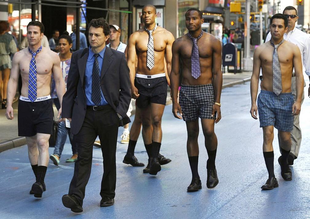 c26b74325 ... Tipo de cueca pode afetar produção de espermatozoide. Modelos andam de  cueca boxer e gravata
