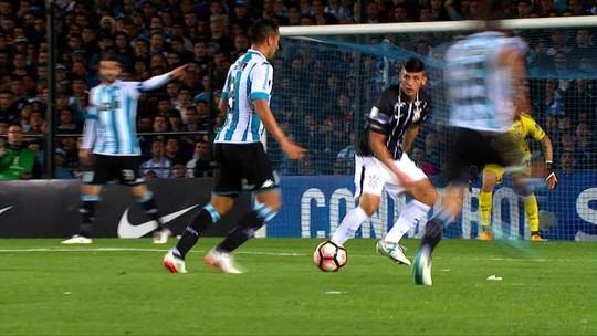 Análise: expulsões atrapalham, mas Corinthians joga pouco mesmo com 11