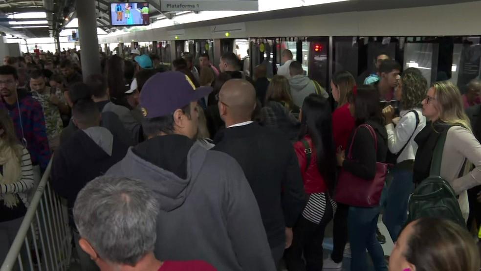 Falhas na Linha 15- Prata do monotrilho faz trens circularem com velocidade reduzida — Foto: Reprodução TV Globo