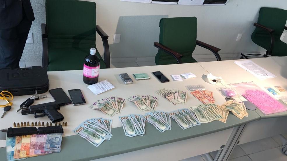 Polícia apreende drogas sintéticas que seriam vendidas em raves e academias de Fortaleza — Foto: Paulo Sadat/ TV Diário
