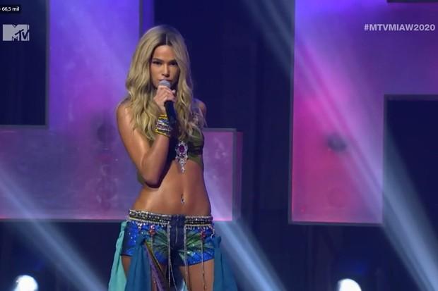 Bruna Marquezine com icônico look de Britney Spears no VMA 2001 (Foto: Reprodução)