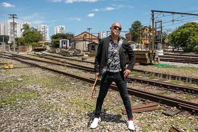 Clemente segue o trilho do rock em single derivado de campanha para ferroviários