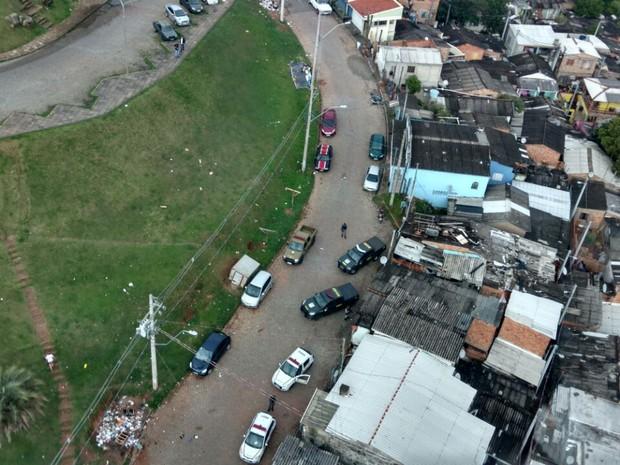 Viaturas da Força Nacional durante ação no Buraco Quente, no Morro Santa Teresa (Foto: Batalhão de Aviação BM/Divulgação)