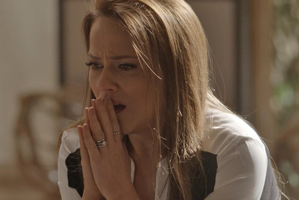 Lili fica chocada ao descobrir gravidez — Foto: TV Globo