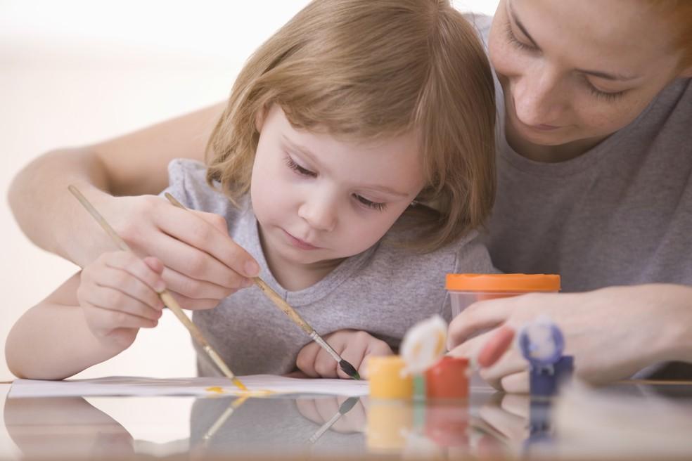Famílias que são críticas aos métodos atuais de educação estão se voltando à educação domiciliar — Foto: Divulgação