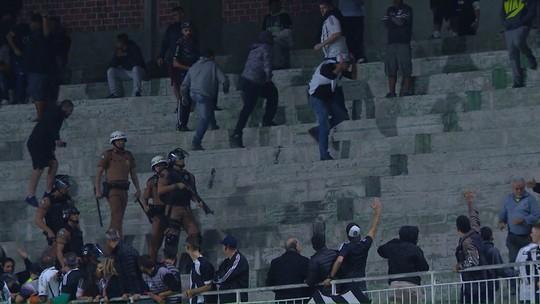 Árbitro relata tumulto entre torcedores e polícia no jogo entre Coritiba e Figueirense