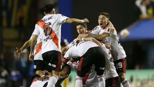 Comemoração dos jogadores do River Plate após o apito final