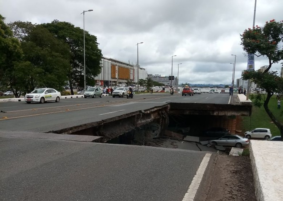 Viaduto no Eixão, em Brasília, desaba próximo à Galeria dos Estados (Foto: Arquivo pessoal)
