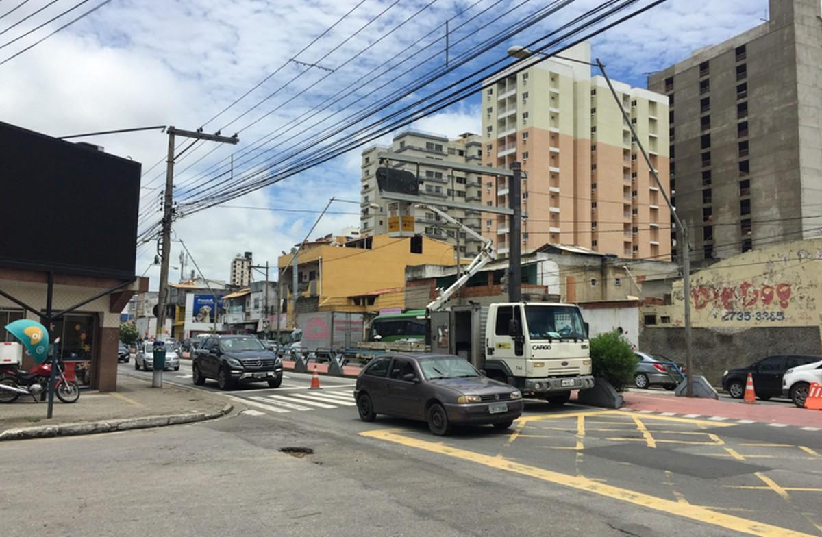 Trecho da Avenida 28 de Março, em Campos, RJ, é liberado após reparo em semáforos