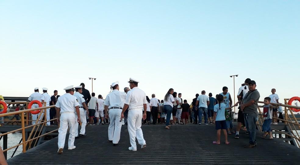 Dezenas de devotos se reúnem para cortejo ao padroeiro dos pescadores em Porto Velho.  (Foto: Pedro Bentes/G1)
