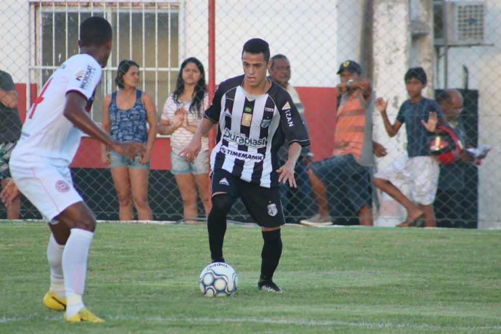 Jogador de apenas 21 anos foi um dos destaques do time paraibano na Série D (Foto: Ramon Smith / Treze)