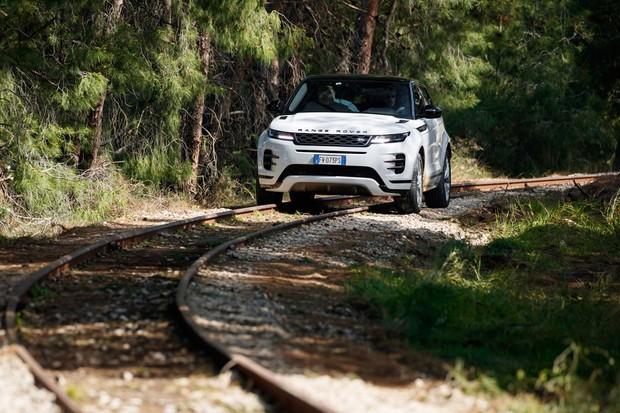 Range Rover Evoque 2020 em teste off-road (Foto: Divulgação)
