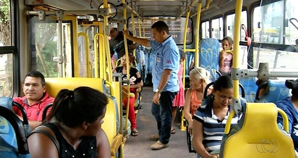 Passageiros estão assustados com assaltos frequentes em Araguaína  (Foto: TV Anhanguera/Reprodução )