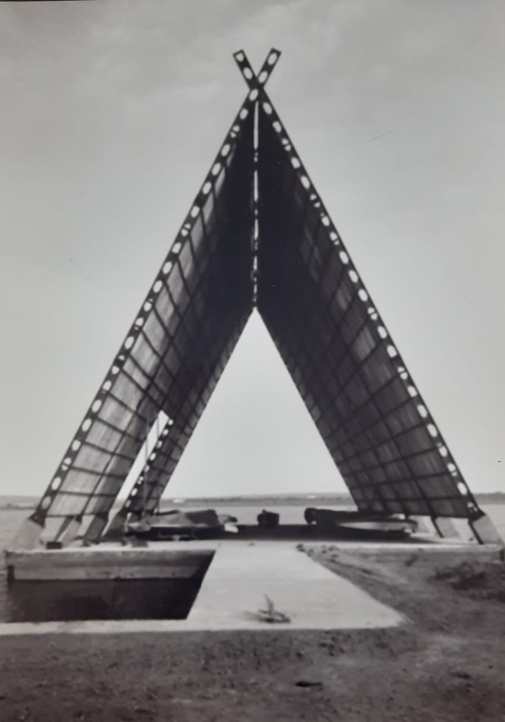 Fotografia exibida em mostra de comemoração aos 60 anos de fundação do Cota Mil Iate Clube, em Brasília — Foto: Cota Mil/Divulgação