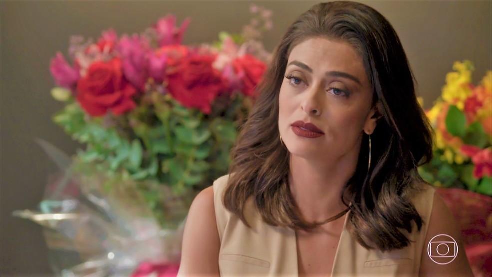Carolina (Juliana Paes) planeja prejudicar Eliza (Marina Ruy Barbosa) — Foto: TV Globo