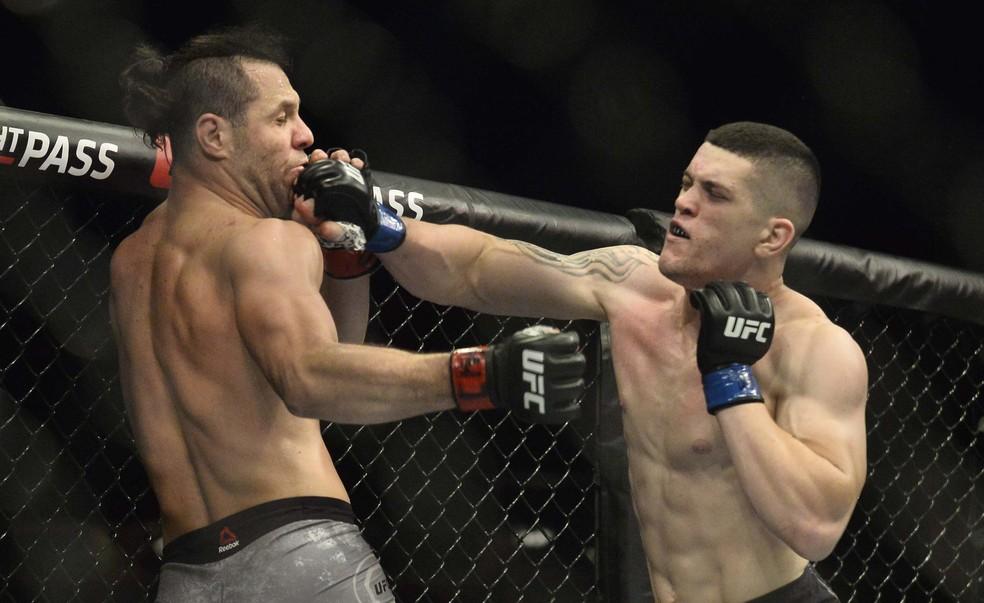 Wellington Turman acerta uma direita em Markus Maluko no UFC São Paulo — Foto: Marcos Ribolli