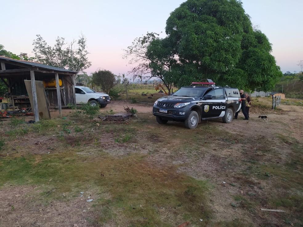 Policiais cumpriram mandados na zona rural de Monte Negro — Foto: PC-RO/Reprodução