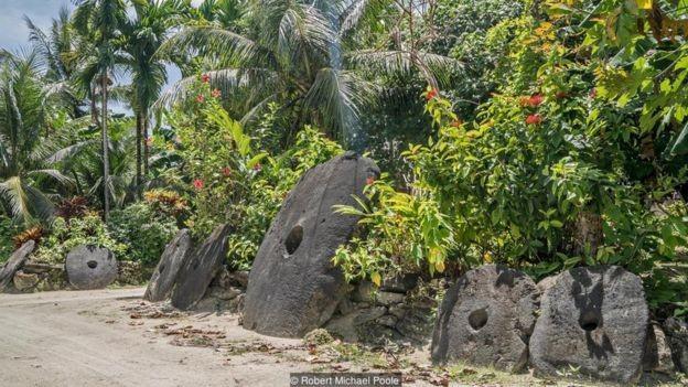 O valor de cada pedra é determinado não só pelo tamanho, mas pela história que carrega  (Foto:  Robert Michael Poole/BBC)